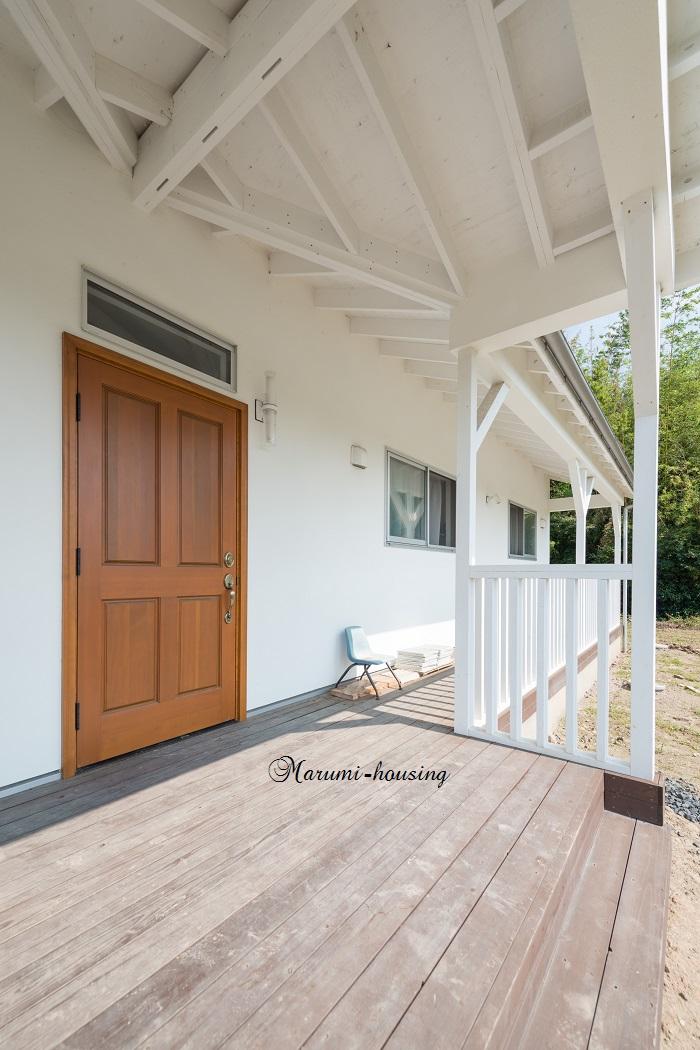 シンプルな平屋建ての家。