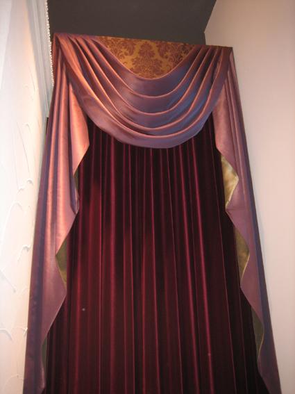カーテンは奥がふかい。。。