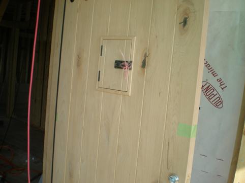 闇酒場のドア。