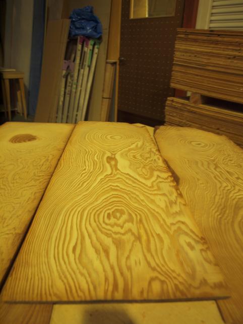 屋久杉の家具。