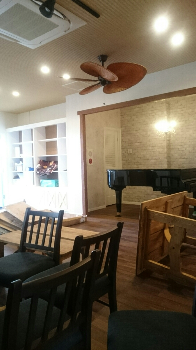 踊るカフェの設営。